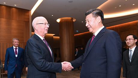 习近平指出,以后,中国同天下经济论坛协作的内容越来越空虚,效果越来越丰盛。冬季达沃斯论坛曾经在中国乐成举行10届,国际影响力不时扩展。置信在施瓦布主席关怀和推进下,中国同天下经济论坛的协作远景会越来越美妙。