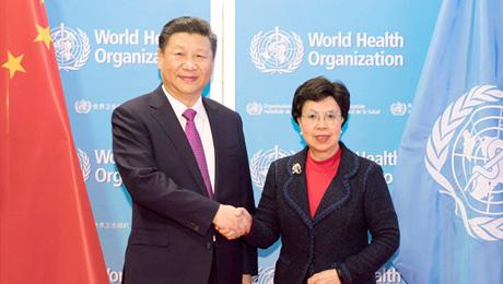 习近温和陈冯富珍还配合列席中国向天下卫生构造奉送针灸铜人雕塑典礼,为针灸铜人开幕。