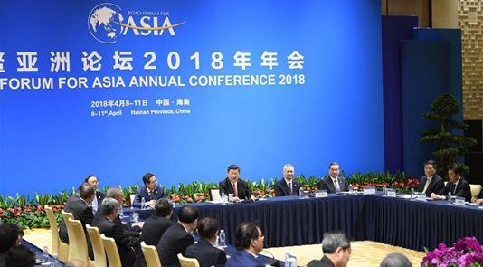 习近平同列席年会的中外企业家代表漫谈
