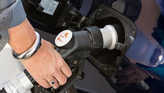 """氢燃料与纯电的选择 少数车企选""""两条腿""""走路"""