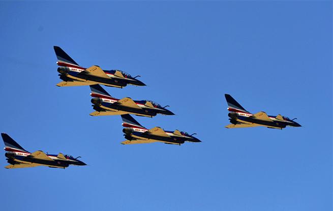 全民国度平安教诲日空军向大众展示歼-10绝技飞行目睹记