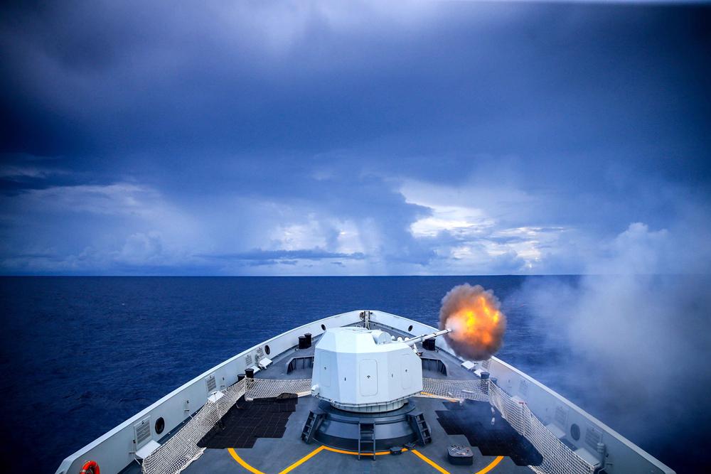 滨州舰主炮对海射击。韩林摄