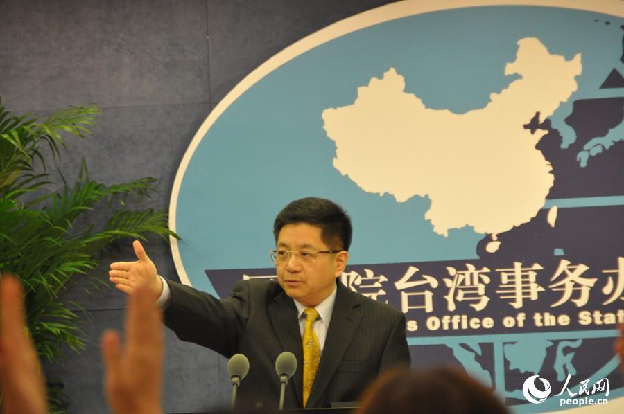 国台办发言人马晓光掌管4月25日例行记者会 李阿茹娜摄