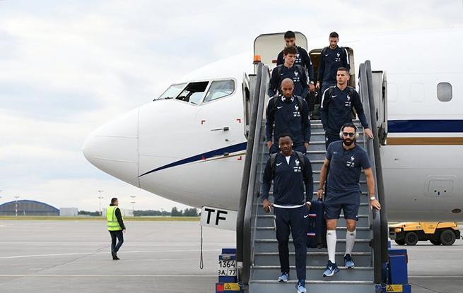 高清:2018天下杯一触即发 法国队抵达俄罗斯
