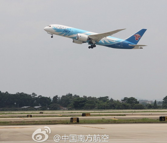 南航:中国首架波音787飞机顺利起飞 预计15时抵京