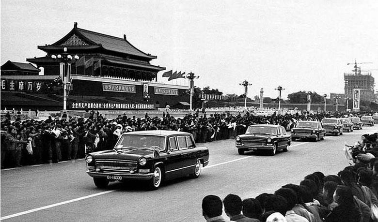 1973年9月,第一个访问中国的法国国家元首蓬皮杜乘坐红旗车。