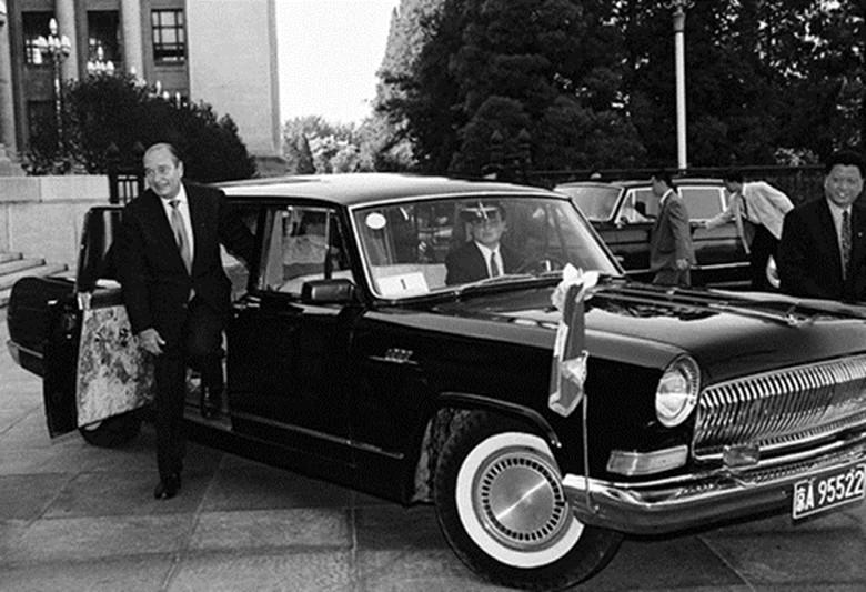 1997年5月15日,法国总统希拉克访华乘坐红旗轿车。