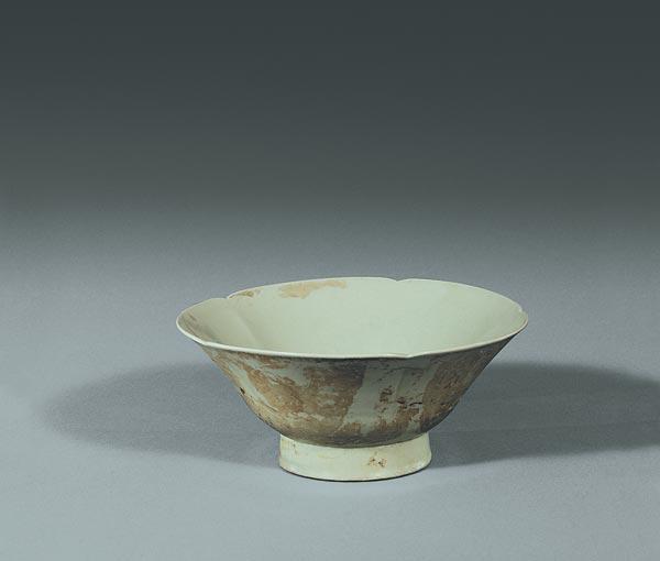 组图:唐葵口圈足秘色瓷碗