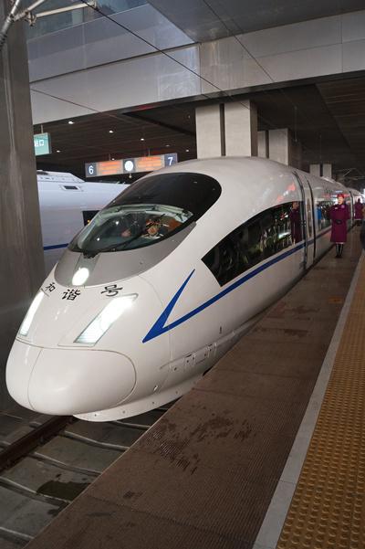 随着高铁g420/21次列车从天津西站平稳驶出站台,开向秦皇岛,津秦高铁