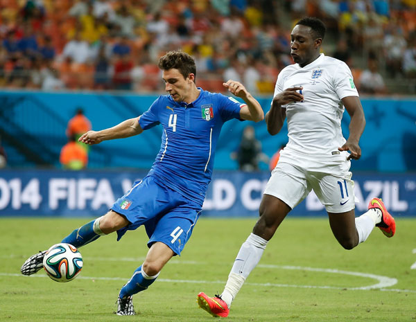 界杯小组赛D组比赛中,意大利队以2比1战胜英格兰队.新华社记者 图片