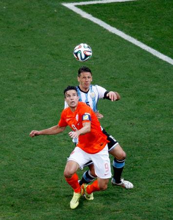 当日,在巴西圣保罗进行的2014年巴西世界杯半决赛中,荷兰队与阿图片