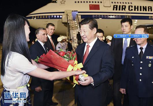 这是中国驻巴西大使馆代表到机场迎接.-习近平外交新战略 命运共图片