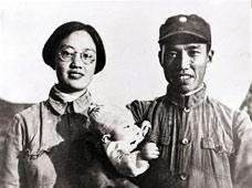 左权与妻子刘志兰、女儿左太北的合照