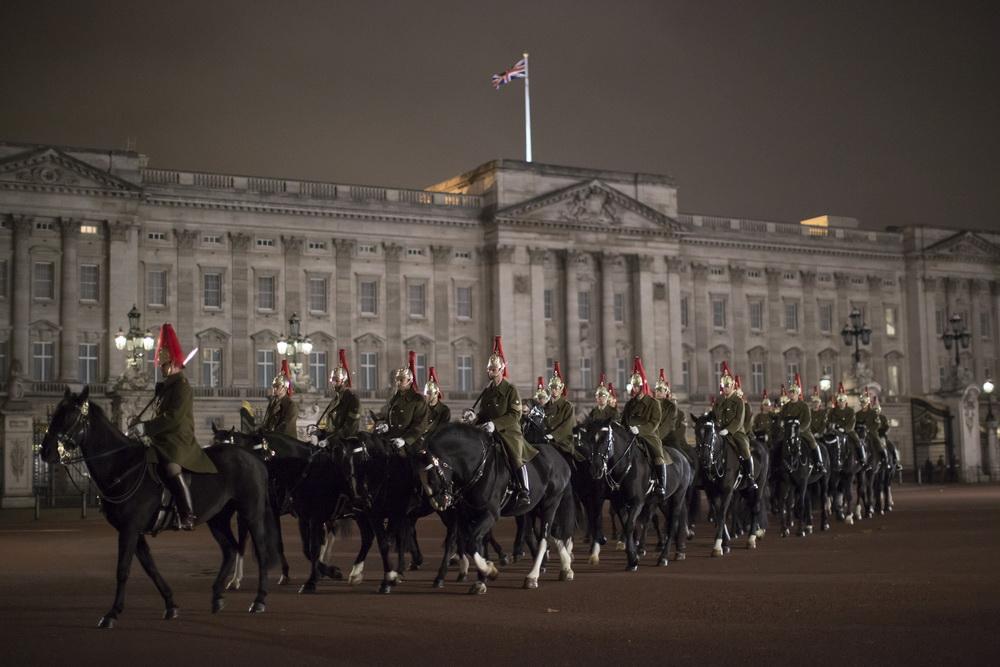 组图:伦敦准备迎接习主席 街头中国国旗招展
