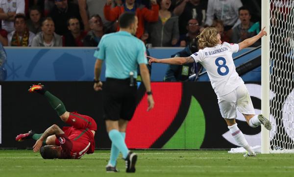 欧洲杯小组赛:葡萄牙队平冰岛队