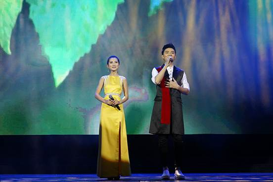 """细哥细妹组合歌曲_""""亲情中华""""欢聚上海 花好月圆夜天涯共此时--时政--人民网"""