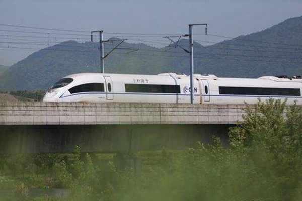 首条民营资本控股高铁项目签约