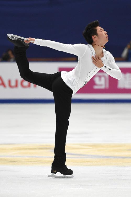 11月4日,2017中国杯世界花样滑冰大奖赛在北京继续进行,金博洋以264.48分的总成绩获得男子单人滑亚军。图为:中国选手金博洋在男子单人滑自由滑比赛中。(摄影:记者 鞠焕宗)