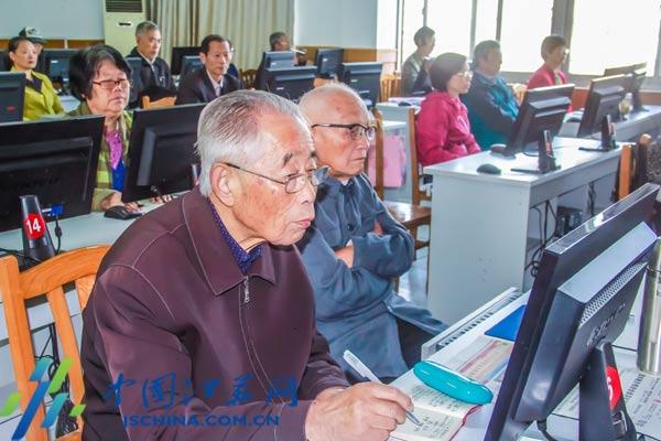 线上娱乐城赌博:江苏举办首届社区摄影大赛4000余幅作品记录终身学习时刻