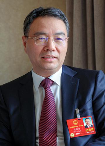 徐冠巨代表呼吁:要让中国的卡车司机都能安心舒适地工作