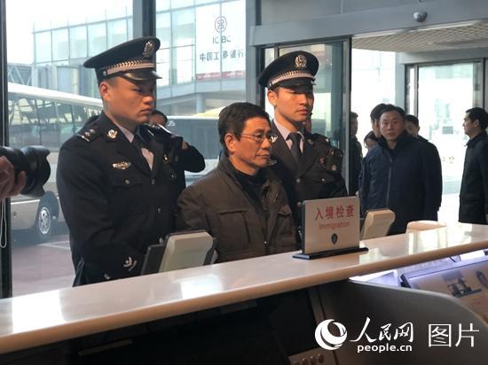 外逃职务犯罪嫌疑人姚锦旗被引渡回国