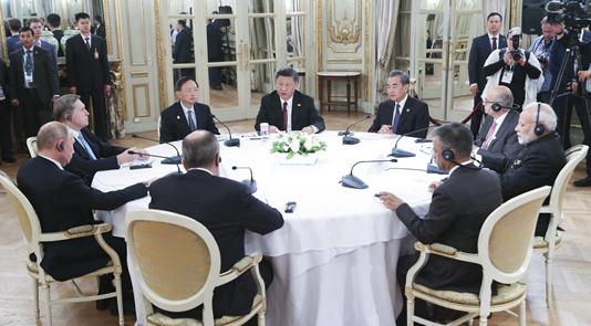 习近平出席中俄印领导人非正式会晤