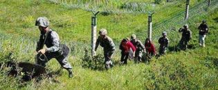 界碑描红主题活动采访分队体验巡逻