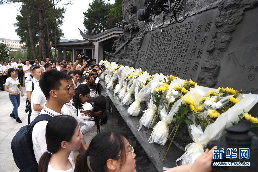 (壯麗70年·奮斗新時代——記者再走長征路)(1)湘江岸邊祭先烈