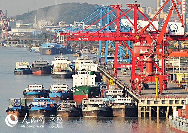 繁忙的芜湖港