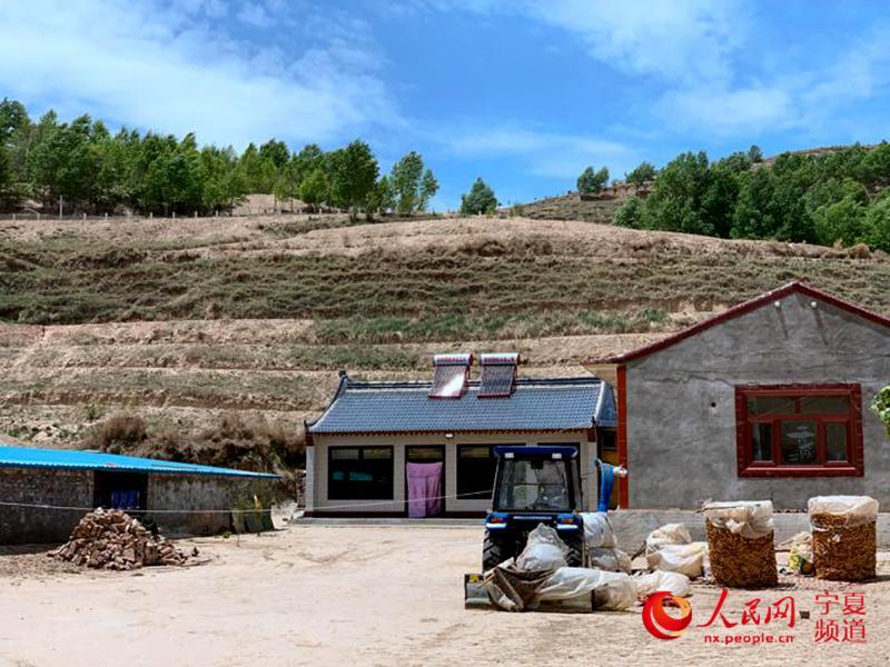 苏孝平的土坯房已变成了砖瓦房