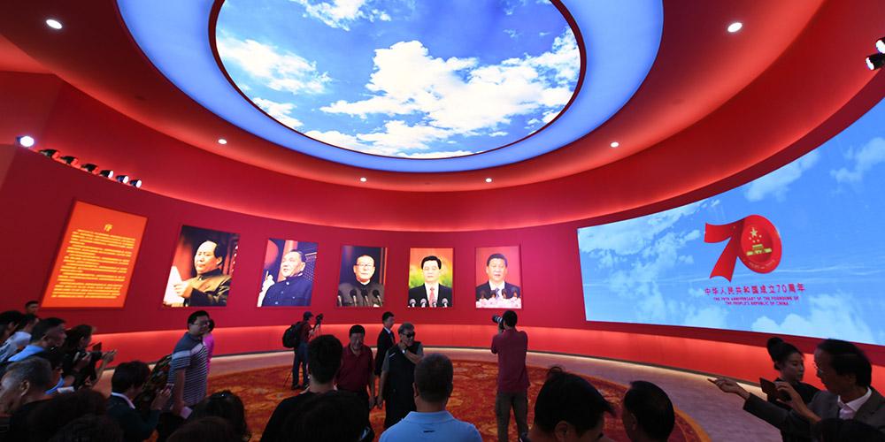 """""""伟大历程 辉煌成就——庆祝中华人民共和国成立70周年大型成就展""""展示了150个""""新中国第一"""""""