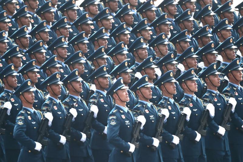 15个徒步方队气势磅礴接受祖国和人民检阅