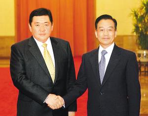 与蒙古总理恩赫包勒德举行会谈