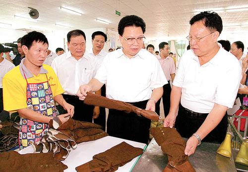 广东省副省长谢强华:加大农村劳动力培训转移力度