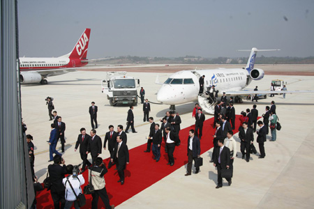 飞机抵达赣州新黄金机场[/color]