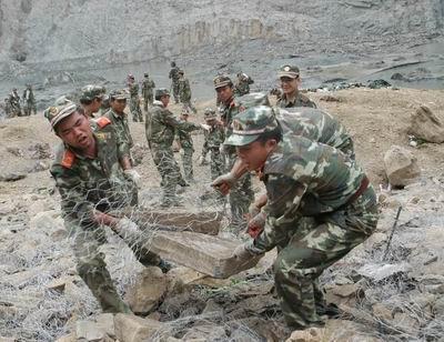 谁是最可爱的人----记四川抗震救灾的中国军人