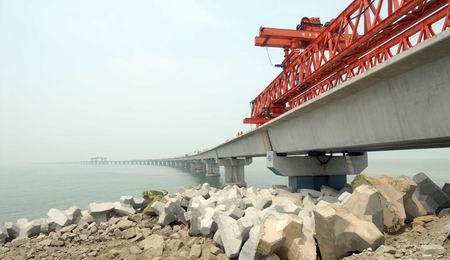 黄海大桥(陆岛通道) 于2006年10月28日开工建设,是洋口港四大