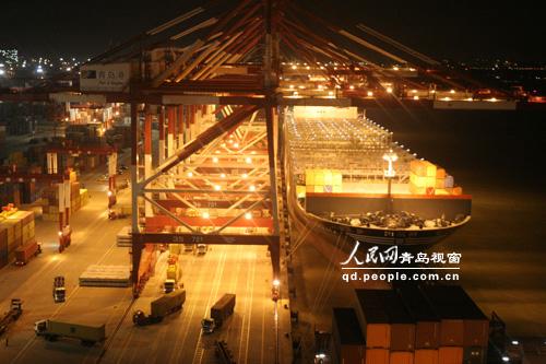 集装箱班轮靠泊青岛前湾集装箱码头有限责任公司(qqct)前湾三期集装箱