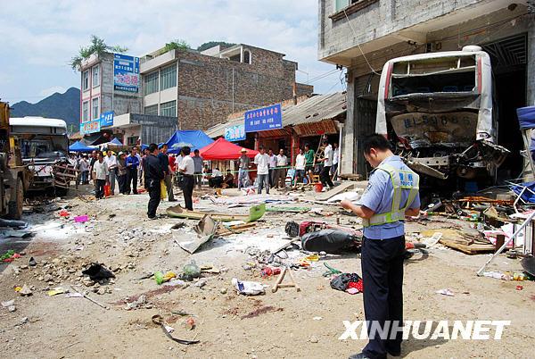 组图:广西靖西县发生一起重大交通事故 (2)