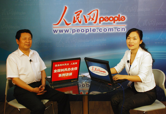 河南省纠风办副主任刘文来做客人民网--时政--