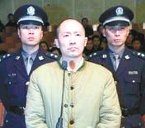 枪杀查赌民警的元凶张荣彪被判处死刑,宣判后立即执行枪决.