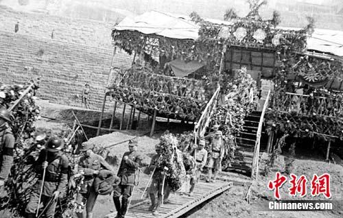 忠灵柩运抵重庆朝天门码头.红岩革命历史博物馆提供-重庆赴台征老图片