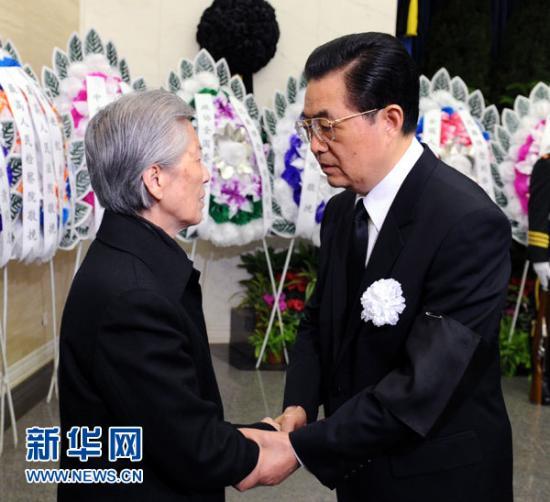 胡锦涛等到八宝山公墓送别刘华清--时政--人民